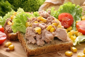 Tuna sandwich with fennel seeds